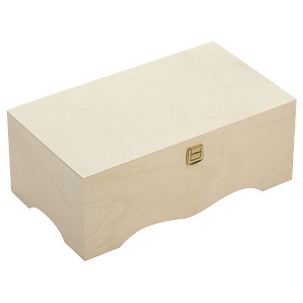 Mooie houten kist met gewelfde voet gesloten